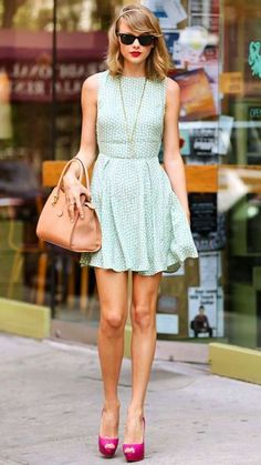 44 Reasons Why Taylor Swift Is a Street Style Pro - July 2014 from InStyle Taylor Swift Moda, Estilo Taylor Swift, Taylor Swift Outfits, Taylor Swift Style, Taylor Alison Swift, Taylor Swift Vestidos, Cooler Style, Mode Inspiration, Fashion Inspiration