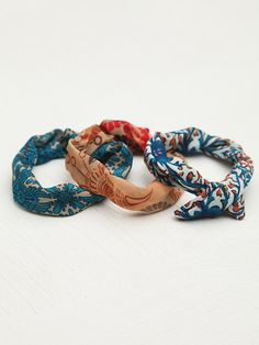make wire covered hair bun ties from old vintage fabrics! love this!