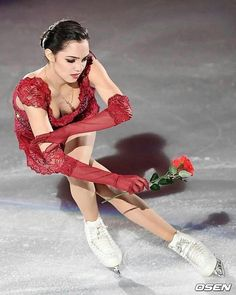 Million Red Roses Figure Skating Competition Dresses, Figure Skating Dresses, Kim Yuna, Russian Figure Skater, Skate 4, Figure Ice Skates, Gorgeous Women, Beautiful, Ice Skaters