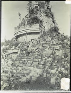 Chichén Itzá, Caracol or Snail-shell, south view Maya Architecture, Tikal, Mayan Ruins, Cancun, Art Google, South America, Aztec, Mount Rushmore, Culture