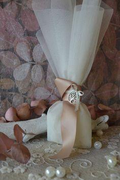 Μπομπονιέρα γάμου με ιβουάρ τούλι, κορδέλα σατέν πάχους 2,5εκ και στοιχείο μεταλλικό δέντρο ζωής. #μπομπονιερες #μπομπονιεραγαμου #δέντροζωής #μπομπονιέρες #μπομπονιέρα #μπομπονιερεσ #μπομπονιερεςγαμου #μπομπονιερα #τούλι  #μπομπονιερες_γαμου #mpomponieres_vintage #mpomponieresgamou #mpomponiera #mpomponieragamou #mpomponieres  #mpomponieresgamouwedding Wedding, Vintage, Home Decor, Valentines Day Weddings, Decoration Home, Room Decor, Vintage Comics, Weddings, Home Interior Design