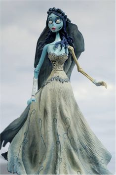 The Corpse Bride my Halloween costume this year! Corpse Bride Doll, Corpse Bride Dress, Corpse Bride Makeup, Emily Corpse Bride, Corpse Bride Costume, Bride Dolls, Halloween Bride Costumes, Halloween Cosplay, Halloween Party