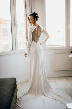 Spanish fashion brand whose values are creativity, quality, respect for traditions but at the same time keeping in mind the future. Spanish Fashion, Creative Director, Fashion Brand, Wedding Dresses, Bride Dresses, Fashion Branding, Bridal Gowns, Weeding Dresses, Wedding Dressses