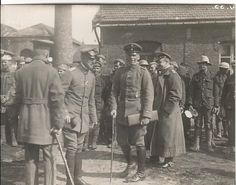 Alfred Keller, Oswald Boelcke and Manfred von Richthofen (with his back to the camera) at Armee Flug Park 1, 16 September 1916