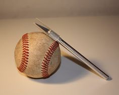 Baseball String Bracelet.... Oh please oh please oh please will one of my crafty friends make this for me???? Pretty please!!!!???? With some serious cherries on top?!