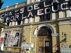 Protestas Estudiantiles (frontis U. de Chile).