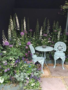The RHS Chelsea Flower Show in Pictures Flower inspiration - professional land . - gardening 2019 - The RHS Chelsea Flower Show in Pictures Flower inspiration – professional country …, - Cottage Garden Design, Small Garden Design, Cottage Garden Patio, Small Garden Planting Ideas, Flower Gardening, Cottage Garden Borders, Small Cottage Garden Ideas, Flower Garden Design, Patio Design