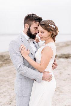 Shooting after beautiful beach wedding | Hochzeitpaar . wedding couple | Rheinland . Eifel . Koblenz . Gut Nettehammer | Photo: Sandra Huetzen |