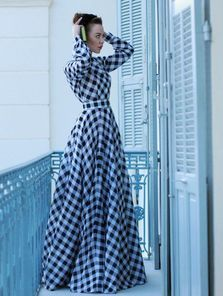 Стильное клетчатое платье в пол на длинный рукав