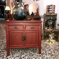 Mueble antiguo. Rojo Turco.  Trastos de la ganbara     Venta y Alquiler!! #workshop #vintageshop #decor #muebles #decoracion #vintage #trastosdelaganbara #pasaia #armario #ropero