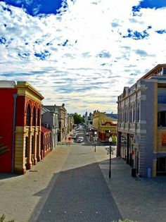 Fremantle, #Australia: Quiet Street. I used to go to the market here and buy all of my fresh fruits and veggies for the week. Great little town with great creepes with Nutella and strawberries .