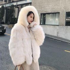 Chinchilla Fur Coat, Fox Fur Coat, Fur Coats, Fur Coat Fashion, Fur Bomber, Fluffy Coat, Fur Clothing, White Fox, Fur Jacket