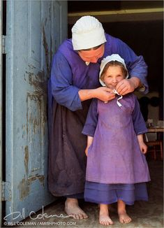 Suzanne Woods Fisher shares the reason Amish women cover their heads with kapps Isadora Duncan, Amish Pie, Amish Family, Amish Culture, Amish Community, Amish Quilts, Amish Country, We Are The World, Mothers Love