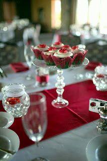 Cupcakes as centerpieces Cupcake Centerpieces, Wedding Centerpieces, Wedding Crafts, Diy Wedding, Wedding Stuff, Wedding Gowns, Wedding Ideas, Lilac Wedding, Elegant Wedding