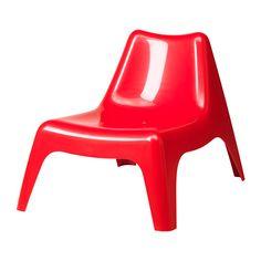IKEA - IKEA PS VÅGÖ, Tuinstoel, buiten,  , rood, , De fauteuil blijft langer mooi, omdat het kunststof bestand is tegen verbleken en UV-gestabiliseerd is om barstvorming en uitdrogen tegen te gaan.Kan gestapeld worden om ruimte te besparen.Door de opening in de zitting kan het regenwater weglopen.Eenvoudig schoon te houden - afnemen met een vochtig doekje.