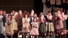 Producción de noviembre de 2013 de 'Annie' por el Young People's Theater. Tema: 'It's the Hard Knock Life'.  Web: www.youngpeoplestheater.com/