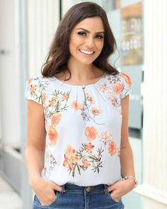new collection details Blouse Patterns, Blouse Designs, Moda Chic, Blouse Styles, Corsage, Cute Tops, Women's Fashion Dresses, Blouses For Women, Floral Tops