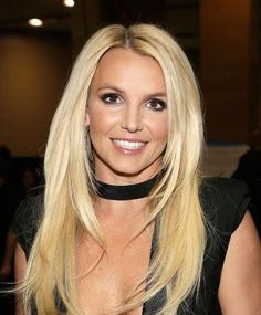 Britney Spears Biography: Born: Britney Jean Spears, on December in Kentwood, Louisiana, to Jamie Spears and Lynne Spears. Brown Blonde Hair, Dark Hair, Blonde Honey, Celebrity Long Hair, Celebrity Makeup, Medium Hair Styles, Long Hair Styles, Color Rubio, Natural Blondes