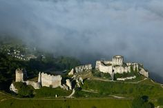 Résultats Google Recherche d'images correspondant à http://www.photo-paramoteur.com/photographies-aeriennes/normandie-eure/chateau-gaillard-andelys/content/images/large/chateau-gaillard-674.jpg