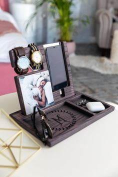 Personalized men docking station Gift for Man Christmas gift Iphone 7, Christmas Gift For Dad, Gifts For Women, Men Gifts, Useful Gifts For Men, Gift Box For Men, Gadget Gifts, Mom Birthday Gift, Teacher Appreciation Gifts