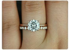 Perfect set. Simple, classic, and delicate. Exactly what i want! Love the band and the color.