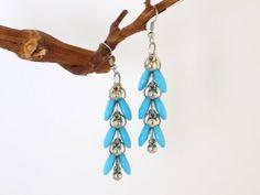 Boucles pendantes argentées gouttes bleu clair Bijoux Design, Creations, Pendant Necklace, Drop Earrings, Jewelry, Drop Earring, Light Blue, Beads, Jewlery