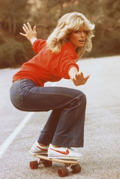1970s Aesthetic, 70s Inspired Fashion, 60s And 70s Fashion, Farrah Fawcett, Classic Wardrobe, Spring Fashion Outfits, Style Icons, My Style, Skateboarding