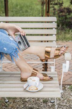 Dezent, klassisch, aber gleichzeitig hip: Unsere bronzefarbene Pantolette lässt sich mit Hosen oder Röcken kombinieren! paul-green.com #paulgreen #trends #pantolette Bronze, Trends, Accessories, Fashion, Paul Green Shoes, Classic, Trousers, Moda, Fashion Styles