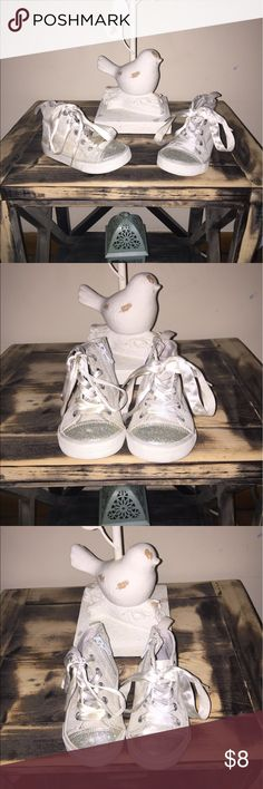 Toddler girl  sneaker Toddler girl sneaker size 6. Old navy. Has zipper on the side of the shoe. Old Navy Shoes Sneakers