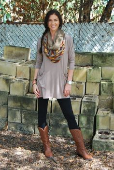 02ec34618278 Casual tunic and legging outfit Cowboy Boot Outfits
