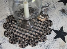 Checkered Yo-Yo Table mat ~ this is cute and love the checkered fabric. I am planning to quilt the centerpiece to give it more dimension to the fabric.  AWESOME idea using the yo-yos like this!