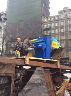 Piano amidst the protests in Kyiv, Ukraine. Orange Revolution, Rage, Protest Art, Carpathian Mountains, Fight For Freedom, Ukrainian Art, Our World, Romania, People