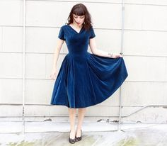 So I haven't exactly finished my current velvet dress project but I'm already onto thinking about the next one. I saw this amazing dress in an etsy shop but unfortunately it is a touch … Tea Length Dresses, 50s Dresses, Blue Dresses, Vintage Dresses, Short Sleeve Dresses, Hourglass Dress, Blue Velvet Dress, Dress Up Boxes, Marine Uniform