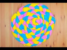 Come realizzare un tappeto con degli asciugamani - YouTube