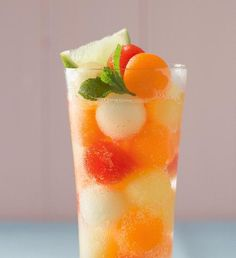 Ledový čaj s nektarinkami | Recepty Albert Pint Glass, Panna Cotta, Beer, Fruit, Tableware, Ethnic Recipes, Food, Root Beer, Dulce De Leche
