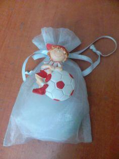Μπομπονιέρα βάπτισης μαγνητάκι με θέμα ποδόσφαιρο