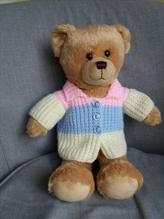 Watch This Video Incredible Crochet a Bear Ideas. Cutest Crochet a Bear Ideas. Teddy Bear Knitting Pattern, Knitted Doll Patterns, Knitted Teddy Bear, Crochet Teddy, Crochet Bear, Knitted Dolls, Cute Crochet, Crochet Dolls, Baby Knitting