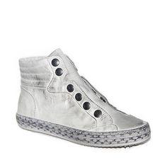 Sneakers in pelle sfumata bianca con allacciatura con bottoni automatici.