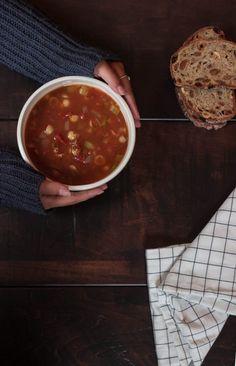 Lorsque j'étais jeune, mes grands-parents venaient me chercher à chaque mercredi midi à la pré-maternelle. Ils me faisaient réchauffer de la soupe en conserve en me disant que c'était eux qui me l'avaient préparée. J'ai donc toujours associé la soupe en conserve à grand-papa et...