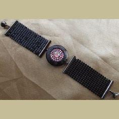 http://aupaysdessenteurs.com/1064-2907-thickbox/bracelet-cristal-de-swarovski-rose-ab-porte-photo-noir-bracelet-cotte-de-maille-artisanal.jpg