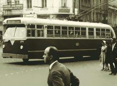 1949 - Tróleibus na praça João Mendes.