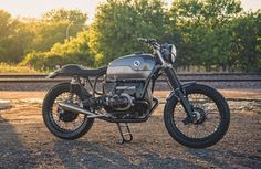 Perfect BMW R90 Brat Style by Analog Motorcycles #bratstyle #motorcycles #motos | caferacerpasion.com