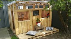 Shed and playhouse plans: guaranteed diy pallet playhouse our d i Pallet Playhouse, Pallet Shed, Build A Playhouse, Playhouse Outdoor, Pallet House, Wooden Playhouse, Diy Pallet, Playhouse Interior, Playhouse Ideas