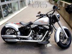 Harley Davidson Softail Slim- Peinture gris mat avec patine et stickers