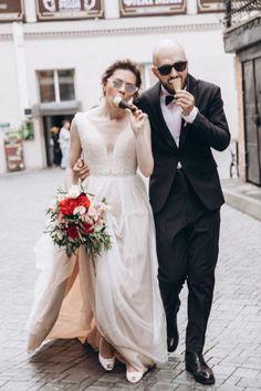 Жених и Невеста - Свадебное Вдохновение - Weddywood Lace Wedding, Wedding Dresses, Rome, Wedding Photography, People, Fashion, Wedding Shot, Moda, Bridal Dresses