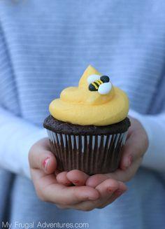 Ideas for cupcakes decoration spring tea parties Wedding Cakes With Cupcakes, Fun Cupcakes, Birthday Cupcakes, Beehive Cupcakes, Bumble Bee Cupcakes, Salted Caramel Cupcakes, Chocolate Cupcakes, Yummy Treats, Sweet Treats
