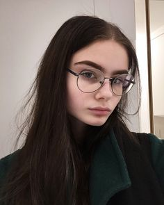 Trendy makeup ideas for teens dr. who 46 ideas Cute Glasses, Girls With Glasses, Aesthetic People, Aesthetic Girl, Your Id Store, Pretty People, Beautiful People, Cute Girls, Cool Girl