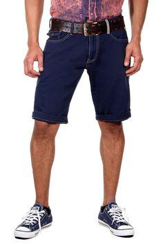 Denim Shorts    Eine Denim Shorts in coolem Blauton von CATCH für den modischen Freizeitlook. Das hochwertige Material aus Baumwolle, sorgt für ein angenehmes Tragegefühl und besten Tragekomfort. Kombinierbar mit einem T-Shirt und Sneakers.    - Straight Fit (gerades Bein)  - Low Rise (niedrige Bundhöhe)  - Zip-Fly (Reißverschluss)  - 6-Pocket Shorts  - 2 Vordertaschen mit einer Münztasche  - 3...