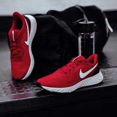 13 beste afbeeldingen van Rode sneakers Schoenen, Rode