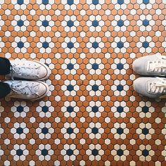 Quem olha pra baixo não perde a beleza do chão | IdeaFixa